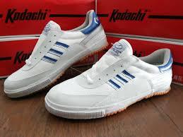 Produsen / Pabrik Kodachi memproduksi sepatu olahraga / sport badminton / bulutangkis / lari / jogging model ARO PRO KODACHI harga grosir murah KODACHI 8116 strip biru