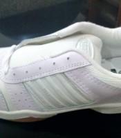 sepatu olahraga badminton , lari , jogging kodachi