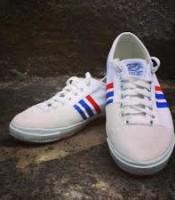 Produsen / Pabrik Kodachi memproduksi sepatu olahraga / sport badminton / bulutangkis / lari / jogging model KODACHI 8111 harga grosir murah