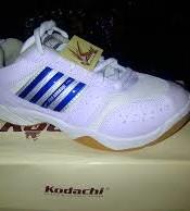 produsen pabrik sepatu olahraga badminton , lari , jogging kodachi aro pro kodachi biru